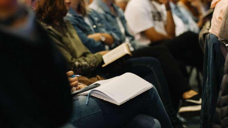 Cómo disfrutar la lectura de la Biblia en grupo
