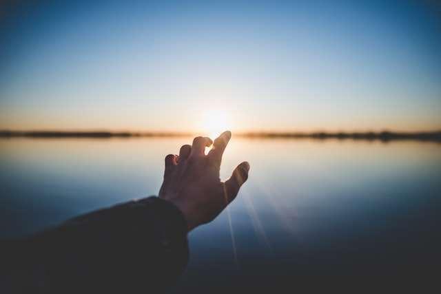 1. ¿A quién tratas de agradar cuando te acercas a Dios?